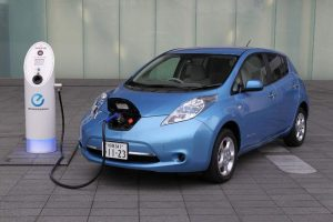 caricare auto elettrica